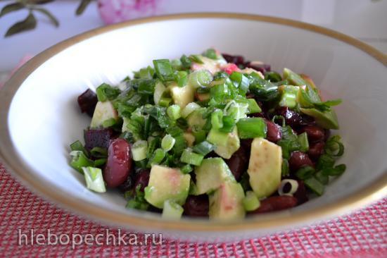 Салат витаминный из свеклы, авокадо, проростков маша