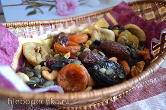 Коктейль суточный из орехов, семян, и сухофруктов