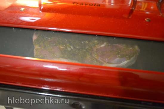 Свиная шейка в маринаде, запеченная на купольном гриле