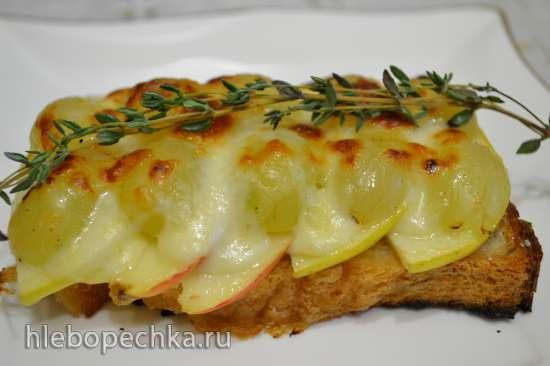Тосты с яблоком и виноградом под сыром моцарелла в купольном электрогриле