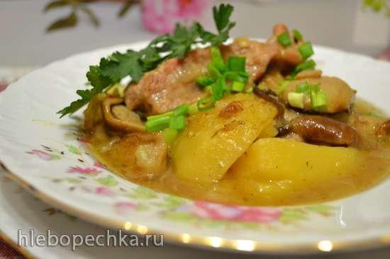 Жаркое из грудинки с белыми грибами для воскресного обеда, запеченное в духовке