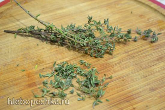 Сибас на пару под красным соусом и с зеленым салатом