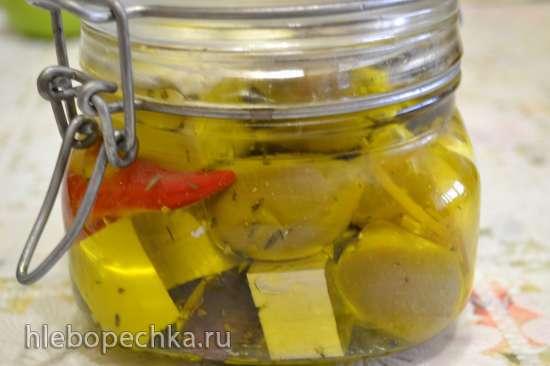 Сыр мягкий и брынза, маринованные в масле с пряными травами