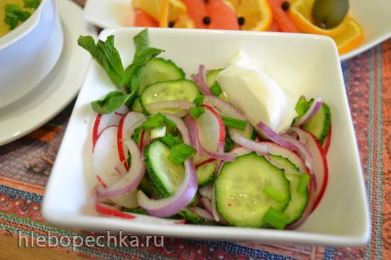 Комплексный обед из овощного супа-пюре с авокадо, рыбной закуски и овощного салата