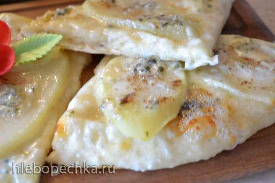 Пицца белая, с грушей и сыром «дор-блю»