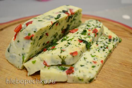 Сыр сулугуни со свежими травами