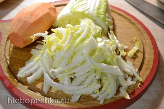 Салат с пекинской капустой, бататом и манго