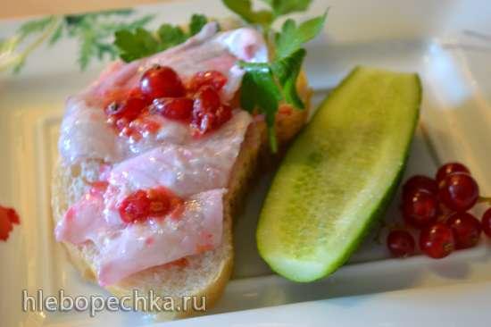 Карпаччо из сибаса с лаймом и красной смородиной