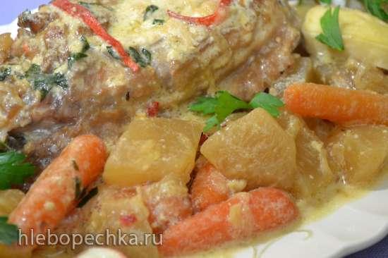 Крыло индейки с репой и морковью, в сливочно-винном соусе