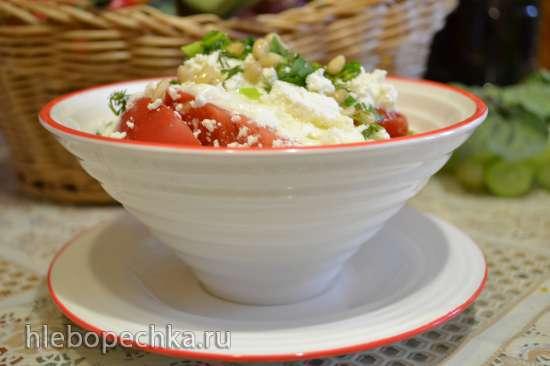 Салат из красных помидоров с творогом