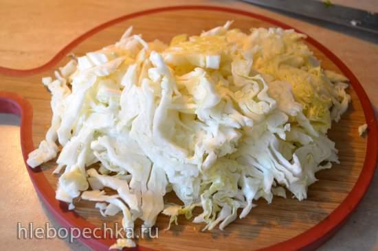 Молодая капуста, тушеная с рисом и креветками