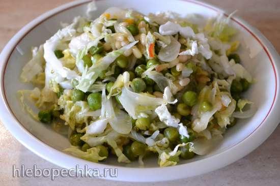 Гарнир-перекус из пекинской капусты с зеленым горошком