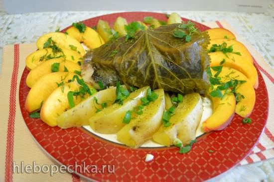 Форель и семга, отваренные на пару в хреновых листьях