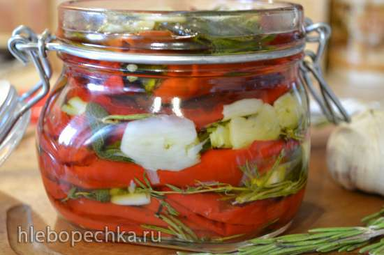 Перец чили острый, вяленый в духовке, в ароматном масле
