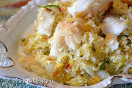 Отварной рис с яйцом и рыбой горячего копчения