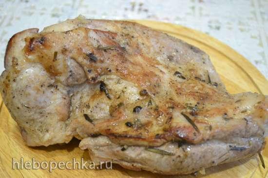 Лопатка свиная без кости, запеченная в духовке, с соусом из кислых яблок
