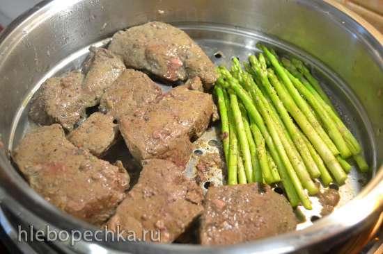 Печень говяжья на пару, с луковым мармеладом