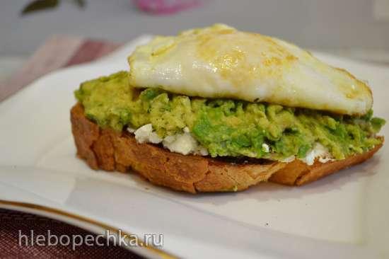 Тост с сыром, авокадо и яйцом пашот «Посвящение Наталье»
