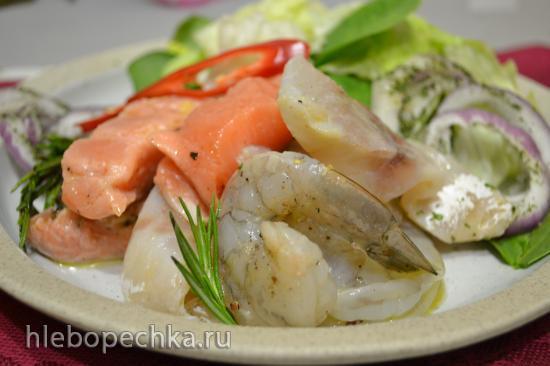 Закуска: рыба и креветки маринованные