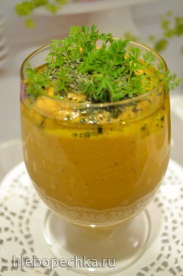 Сырой крем-суп финиковый батат на кокосовом молоке