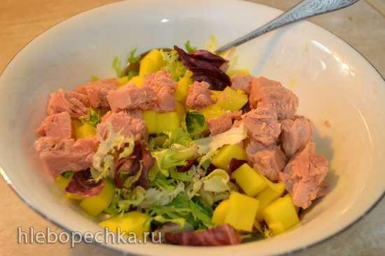 Салат с тунцом и манго под цитрусовой заправкой