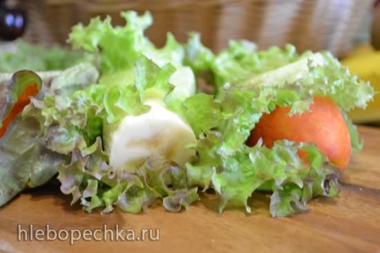 «Обезьяний» бутерброд из фруктов с салатными листьями