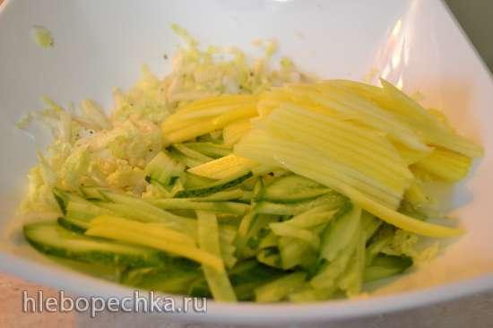 Салат капустный со свежим огурцом и зеленым манго