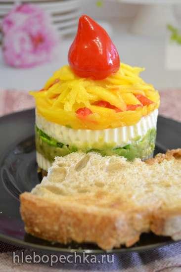 Салатная горка с творожным сыром, авокадо и манго