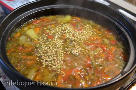 Щи из свежей капусты с зеленой гречкой
