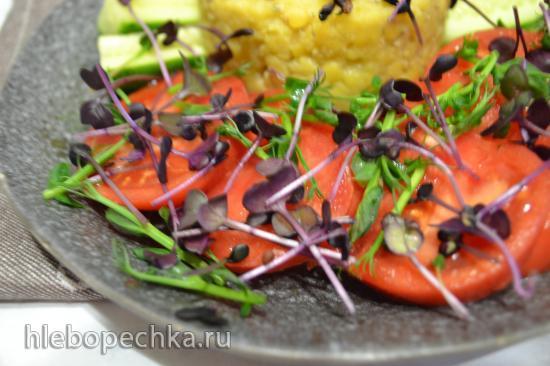 Чечевица на пару, с овощами и проростками редиса и горошка