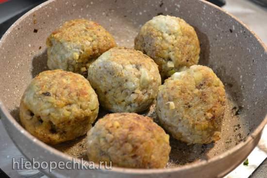 Тефтели из зеленой гречки с льняным яйцом под соусом с кокосовым молоком