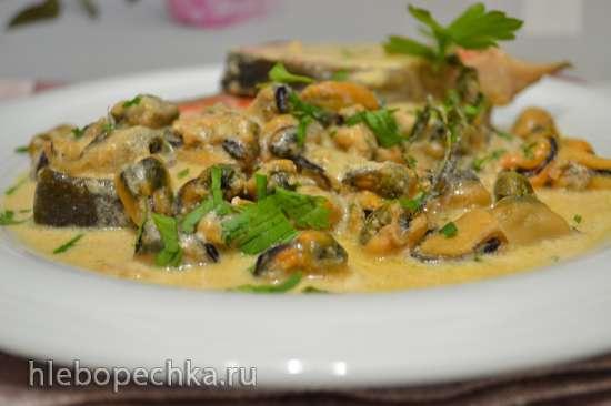 Нерка с мидиями в сидре под сливочным соусом