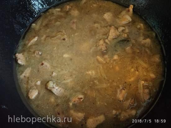 Свинина под луковым соусом