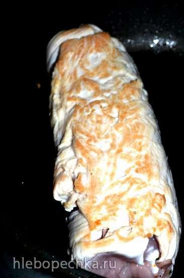 Рулет из филе индейки с грибами и сыром
