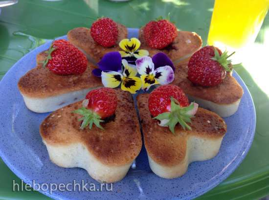 Бисквитные пирожные с клюквой