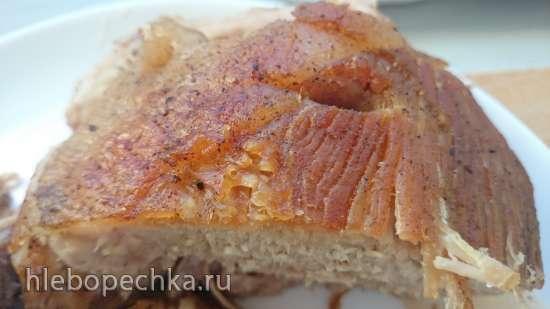 Ветчина по-веллингтонски с хлебным соусом
