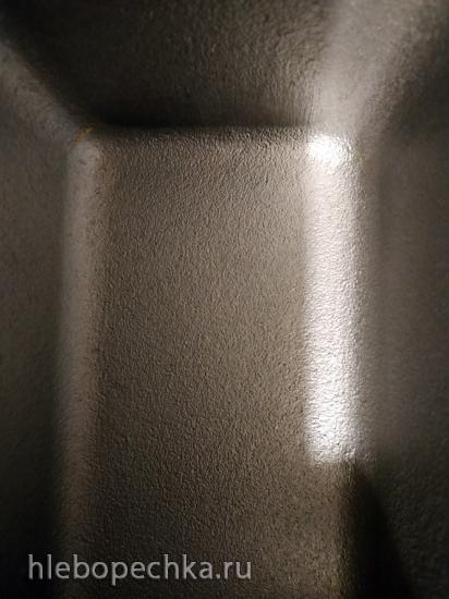 Почему бока буханки в форме алюминиевой Л7 остаются белыми?