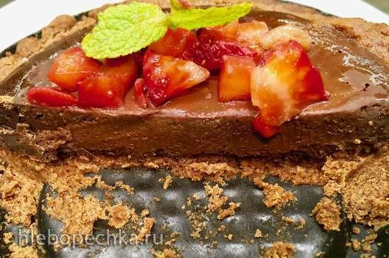 Шоколадные тарты со свежей клубникой и хлопьями соли