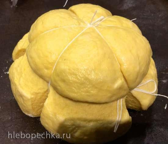 Тыквенный хлеб в форме тыквы с полбяной мукой, тыквенными семечками, тыквенным маслом и куркумой