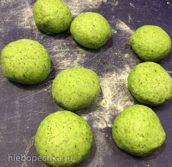 Зеленая шпинатная булочка Дыня (Spinach Melon Bread)