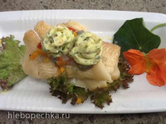 Филе палтуса (запеченное или паровое) под овощной шубкой с пряным маслом (настурции)
