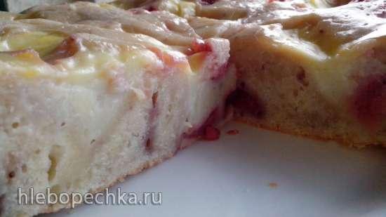 Пирог с клубникой (ягодами) и ванильным соусом внутри теста
