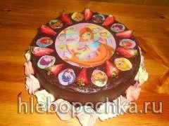 Торт с клубникой шоколадный