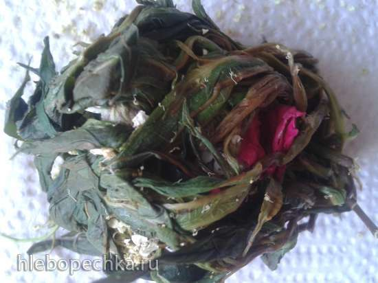 Связанный ферментированный чай из иван-чая с различными добавками