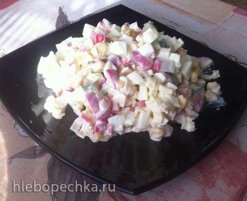 Салат с крабовыми палочками и редисом