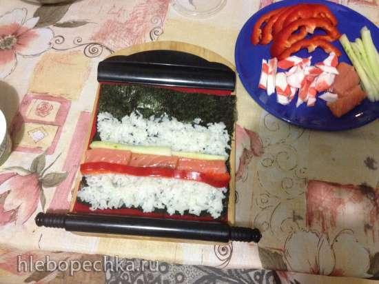 Роллы по-японски - с семгой и имитацией крабового мяса