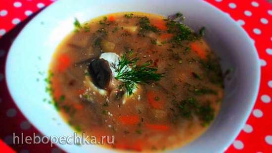Рассольник с белыми грибами, коричневым рисом, сельдереем и каперсами