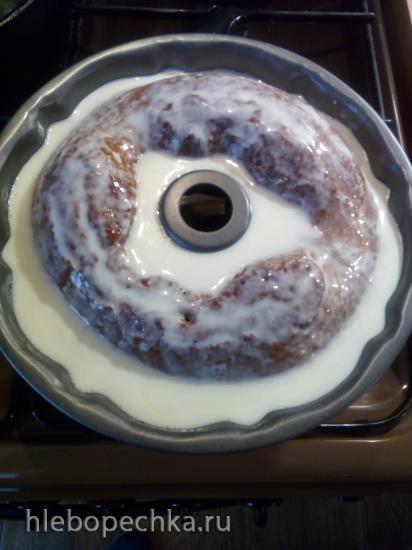 Простой медовый кекс со сметанной заливкой