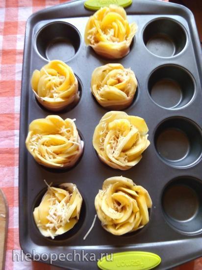 Картофельные «розы» с беконом и сыром
