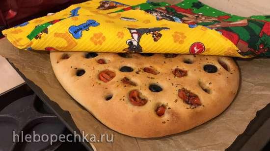 Фокачча с оливками и томатами на ржаной закваске
